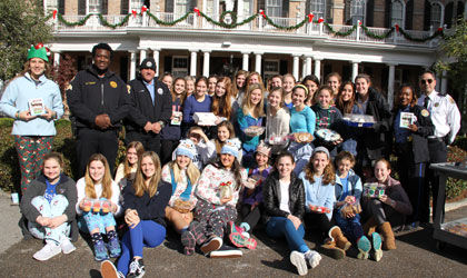 Upper School students show appreciation for NOPD officers